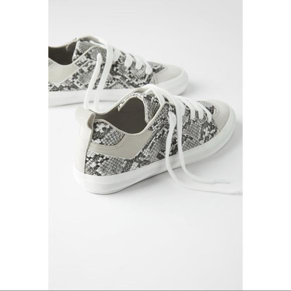 Zara Shoes   Gray Snakeskin Animal